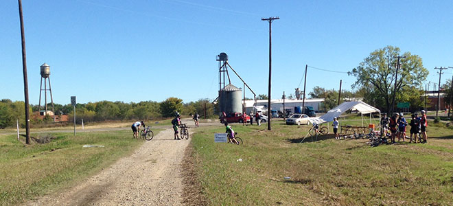 Pit-Stop-at-Wolfe-City-on-Ride-The-NETT-2013